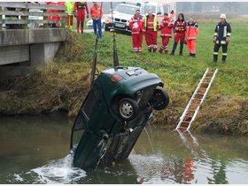 Auto stürzt von Brücke: Da war der Fahrer - innsalzach24.de
