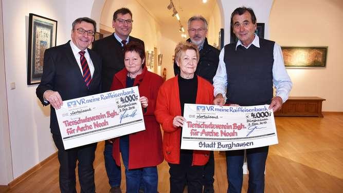 burghausen 8000 euro f r 39 s tierheim stadt burghausen. Black Bedroom Furniture Sets. Home Design Ideas