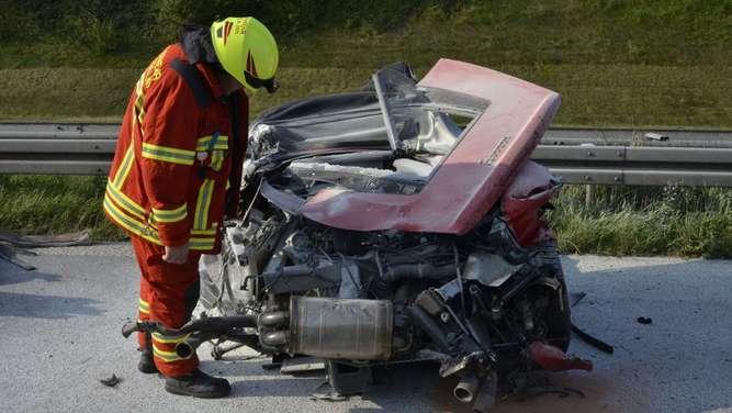 Töging am Inn BY - Ferrari-Fahrer tödlich verunglückt