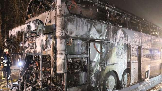 Reisebus fängt Feuer - 15 Schulkinder leicht verletzt