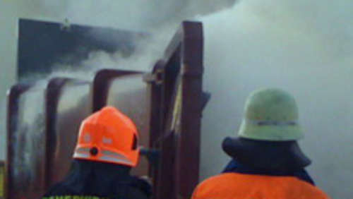 Container in Flammen: Brandstiftung?