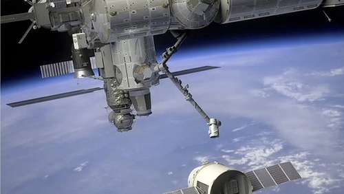 "Privattransporter ""Dragon"" dockt an ISS an"