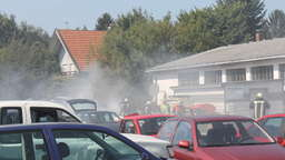 Acht Autos standen in Flammen