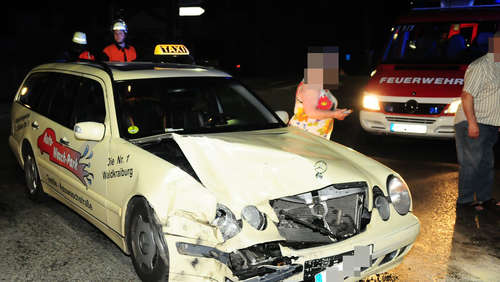 Unfall mit Taxi bei Ampfing