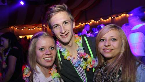 Hawaii-Party in der B12-Arena (3)
