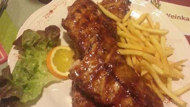 Baby-Back-Ribs mit Pommes