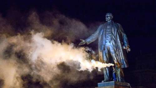 Ukraine: Demonstranten holen Lenin vom Sockel
