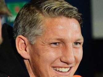 epa04955873 Manchester United's German midfielder Bastian Schweinsteiger smiles during a press conference at Old Trafford in Manchester, Britain, 29 September 2015. Manchester United will face VfL Wolfsburg in the UEFA Champions League group B soccer match on 30 September 2015. EPA/PETER POWELL +++(c) dpa - Bildfunk+++