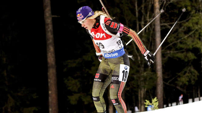 epa05053308 Germany&#39s Miriam Goessner in action during the Women&#39s 15 km individual competition at the IBU Biathlon World Cup in Ostersund, Sweden, 03 December 2015. EPA/Christine Olsson SWEDEN OUT +++(c) dpa - Bildfunk+++