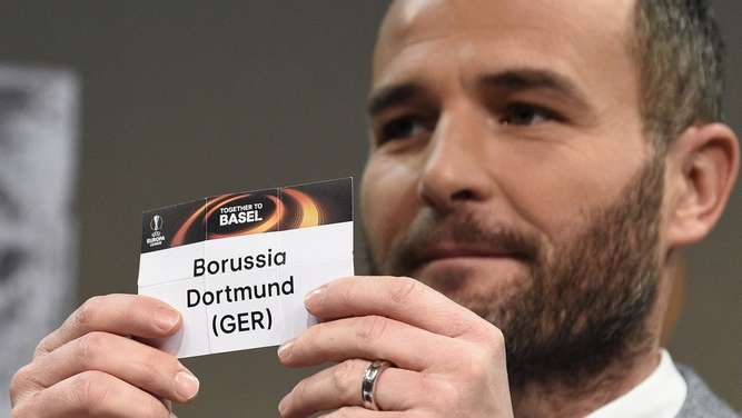 Former Swiss forward and this year&#39s UEFA Europa League final ambassador Alexander Frei shows the name of Borussia Dortmund during the round of 16 draw of the UEFA Europa League football championship at the UEFA headquarters in Nyon on February 26, 2016. AFP PHOTO / ALAIN GROSCLAUDE
