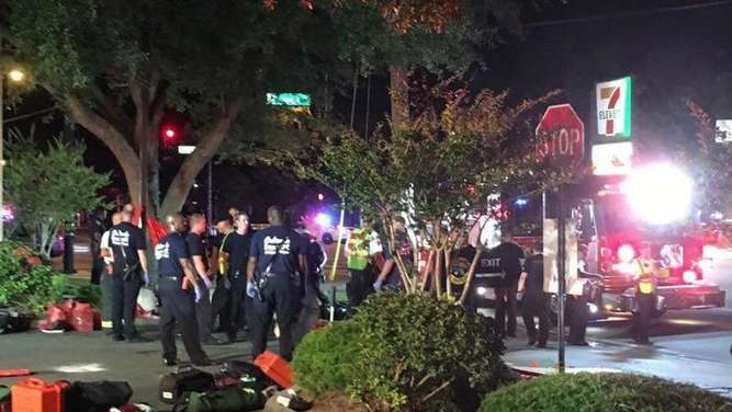 Polizei vor dem Club Pulse in Orlando. Foto: Univision Florida Central