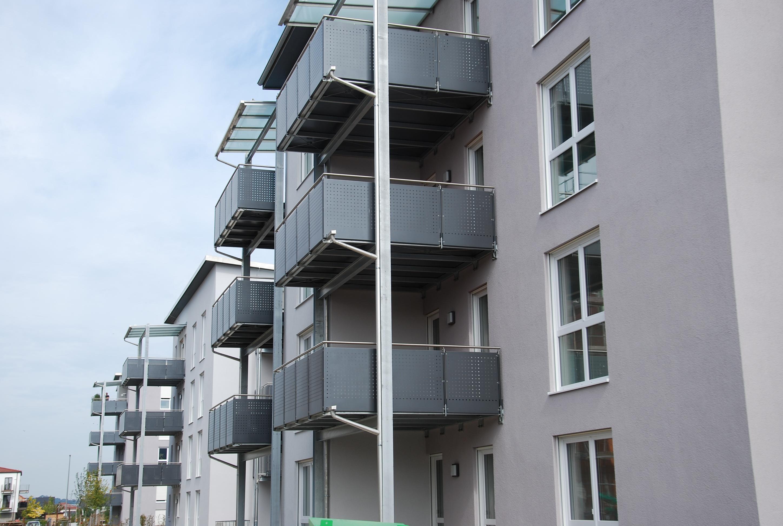 Vorh 228 nge landhausstil m for Graue steine vorgarten