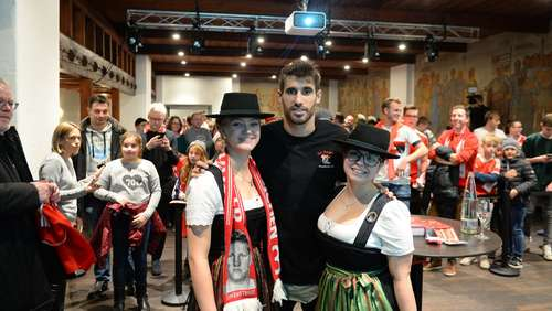 Javi Martinez besucht die Red Knights in Burghausen (2)