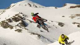 Mountainbike vs. Snowboard – Showdown im Snowpark Kitzsteinhorn