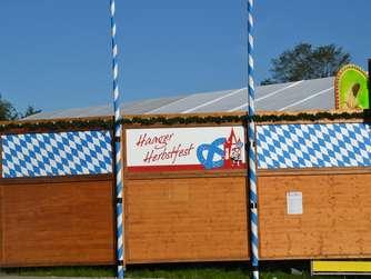 Stand der Aufbauarbeiten am Festplatz zwei Tage vor Anstich