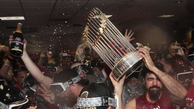 Die Spieler der Washington Nationals starteten nach ihrem Sieg in der World Series eine wilde Party. Foto: David J. Phillip/AP/dpa