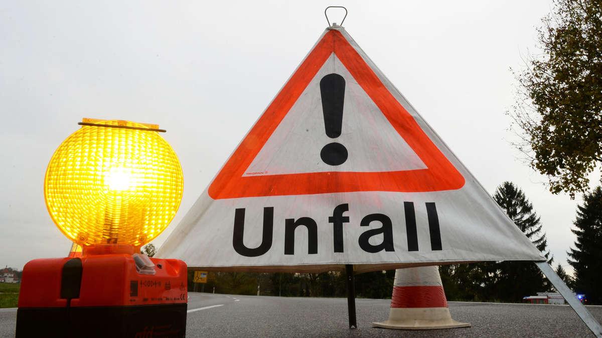 Schwerer Unfall zwischen Kraiburg und Taufkirchen - Zwei Autos kollidieren frontal | Polizeimeldungen - innsalzach24.de