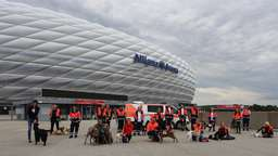 Exklusives Rettungshundetraining in der Allianz Arena